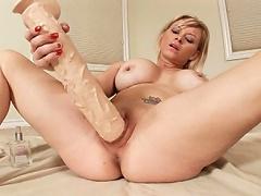 Blonde babe enlarges her cunt with mega huge rubber cocks