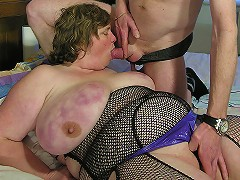 Big mature lady getting fucked on her bed