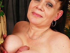 Granny loves to get her mouth filled with jizz