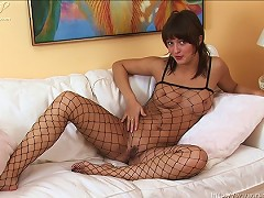 Hottie fingering her pussy in her sexy lingerie