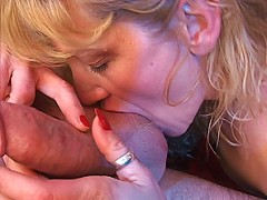 Blonde wants some cum on her face