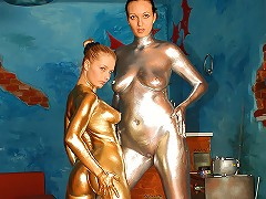 Smal and Big are two sensational babes who expose their silver and gold bodies for you!
