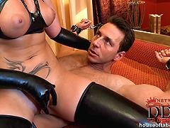 Dominatrix Kathia gives BJ!