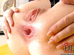 Isabella Clarks anal fisting