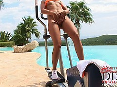 Melissa Bailey loves to work out on her exercise machine in the great outdoors. This hard-bodied blonde wears a c