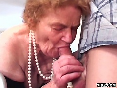 Curious about how does it feel to be blown by edentulous granny.  It would be like your angry dick is gliding into a tight, wet pus