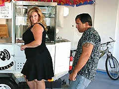 We didnt expect to find a hot blonde BBW to be out looking for a hotdog cart. So when Deedra arrived in her short black dress, she turn