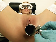 Pretty blonde Justine came into the clinic in need of a pussy check up. Justine sat on the examination chair and spreads he