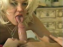 Horny blonde bitch Dru Berrymore giving blowjob in the bedroom