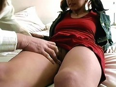 As he investigates her private parts, he then starts feeding her pussy. This awesome chick in ponyt